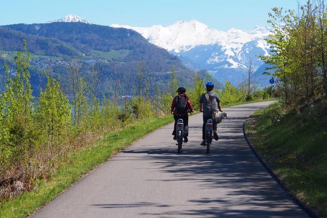 Lucerne – Nidwalden: cycle path by the lake